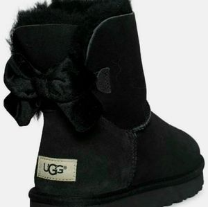 100% AUTHENTIC Size 6 Uggs Bailey Bow Ribbon